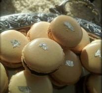 Macarons et feuilles d'argent
