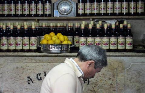 Dans le petit bar La Ginjinha