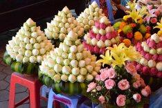 Les fleurs, en vente pour les offrandes