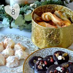 Retrouvez trois recettes de biscuits de Noël sur https://cookerei.com/2016/12/04/trois-recettes-de-biscuits-de-noel/