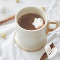 Chocolat chaud, cannelle et chamallow sont de mises en ce 1er dimanche de l'Avent ! Recette sur https://cookerei.com/2017/12/01/chocolat-chaud-a-la-cannelle-et-au-chamallow/
