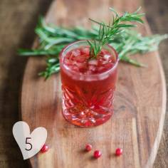 Recette sur https://cookerei.com/2017/12/22/cocktail-rouge-de-noel/